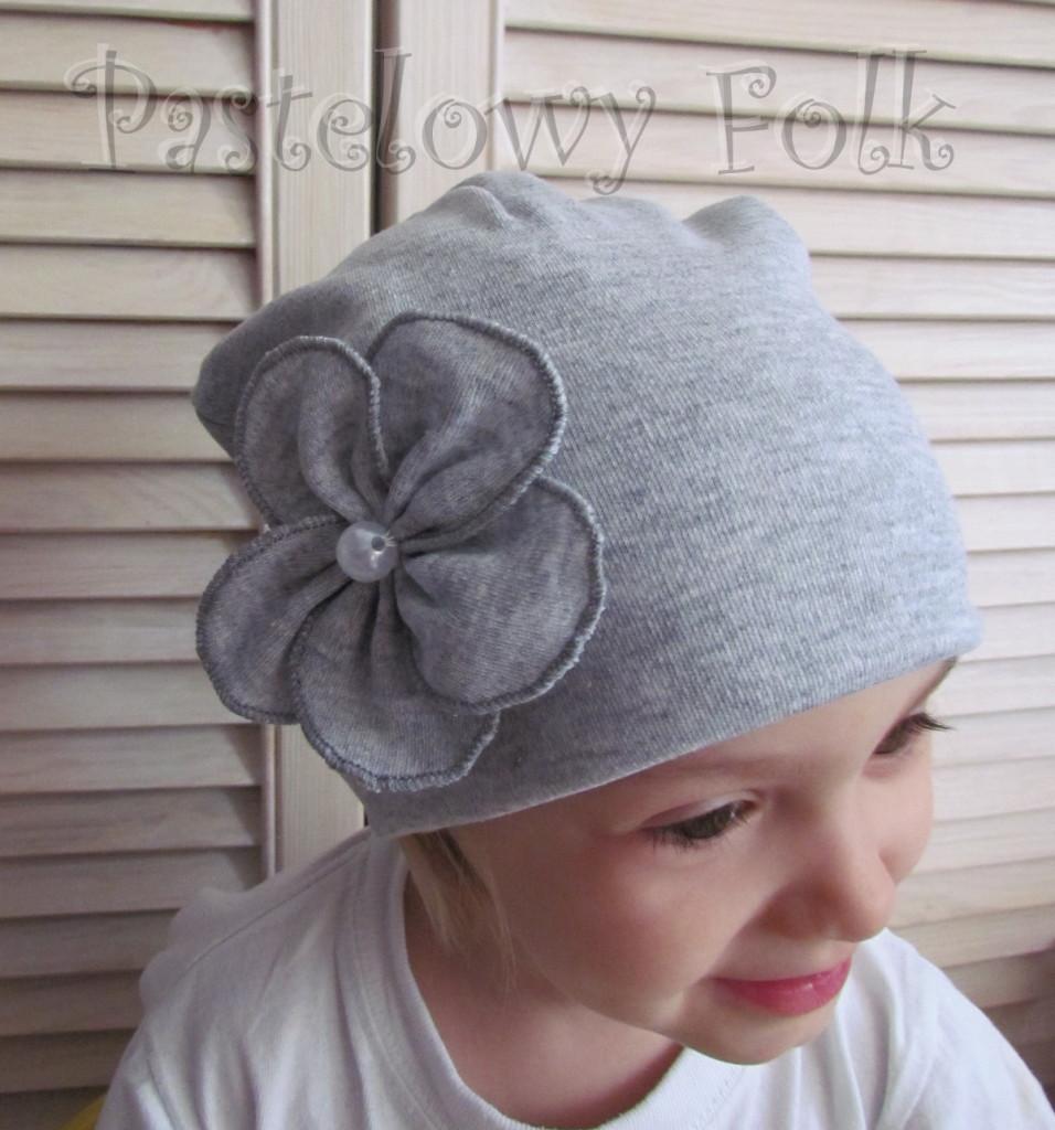 dziecko-czapka 60-dzianinowa dziecieca szara beanie retro szary kwiat-02