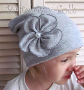 dziecko-czapka 60-dzianinowa dziecieca szara beanie retro szary kwiat-03