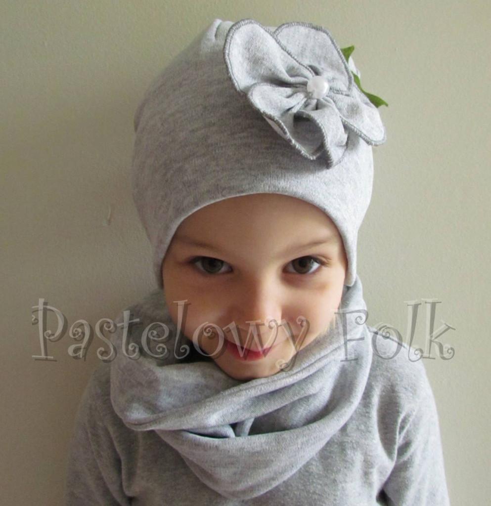 dziecko-czapka 60B-dzianinowa dziecieca szara beanie retro szary kwiat komin komplet-02