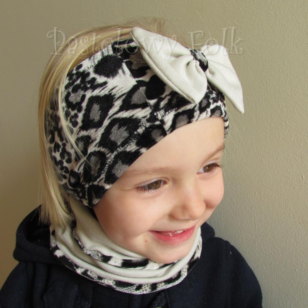 dziecko-komin 41-dzianinowya dziecięcy beżowy z paskami w szara czarna panterka cętki-02