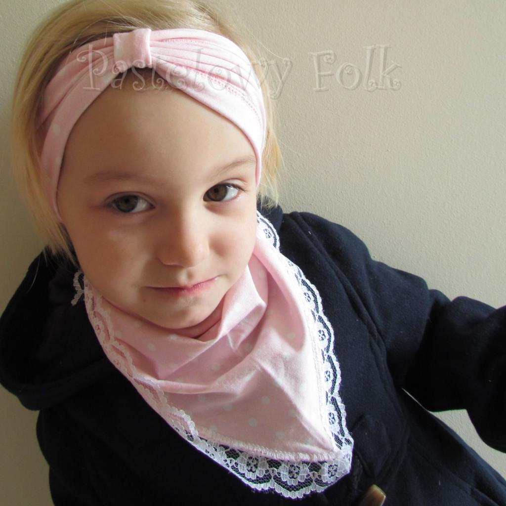 dziecko-opaska 23- dla dziewczynki różowa w białe kropki groszki dzianinowa-04
