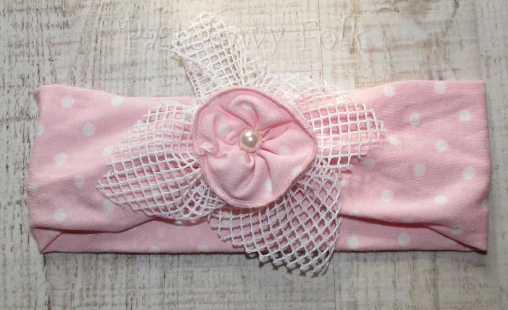 dziecko-opaska  25- dla dziewczynki różowa w białe kropki groszki dzianinowa kwiatek ażurowy -02