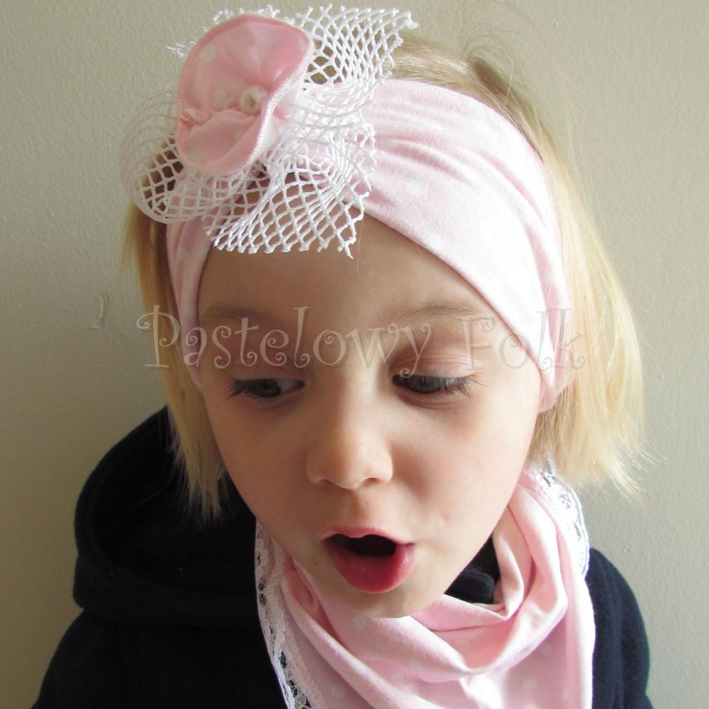 dziecko-opaska  25- dla dziewczynki różowa w białe kropki groszki dzianinowa kwiatek ażurowy -05