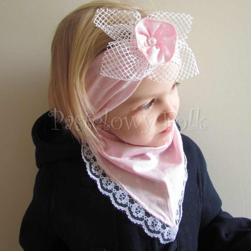 dziecko-opaska  25- dla dziewczynki różowa w białe kropki groszki dzianinowa kwiatek ażurowy -06