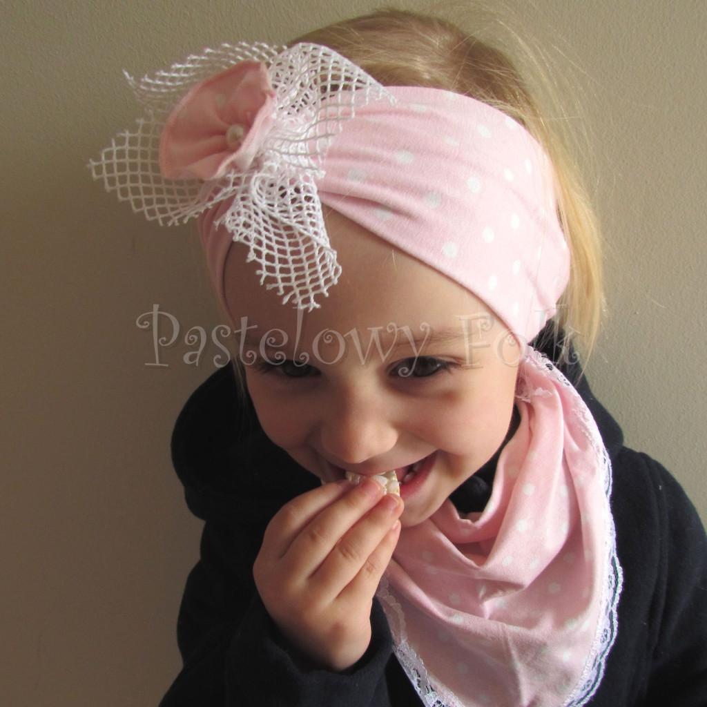 dziecko-opaska  25- dla dziewczynki różowa w białe kropki groszki dzianinowa kwiatek ażurowy -07