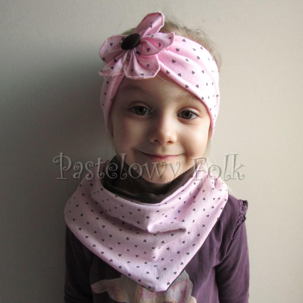 dziecko-opaska 66k- różowa w serduszka brązowe z kwiatem, komin chustka dwustronna komplet -01