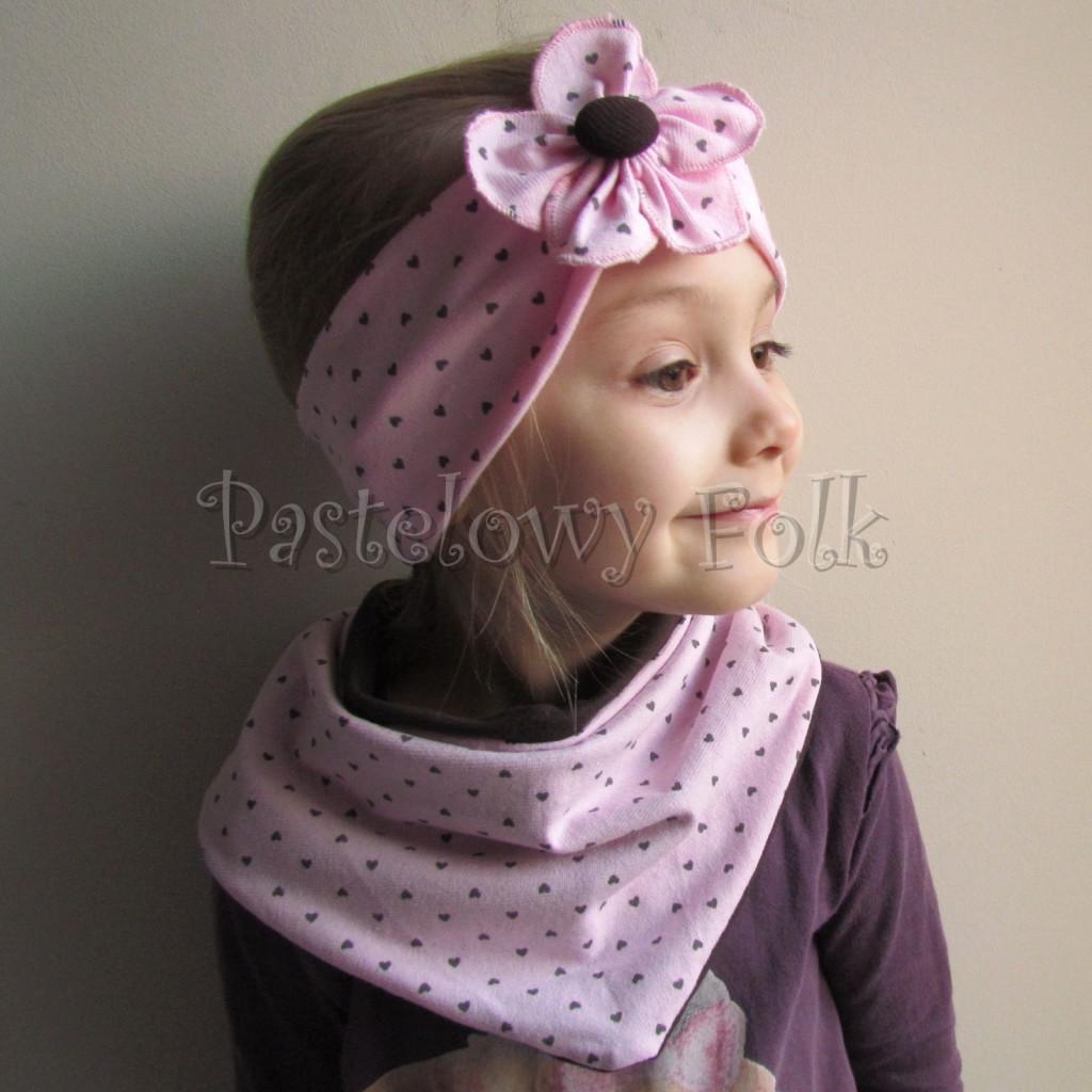 dziecko-opaska 66k- różowa w serduszka brązowe z kwiatem, komin chustka dwustronna komplet -02