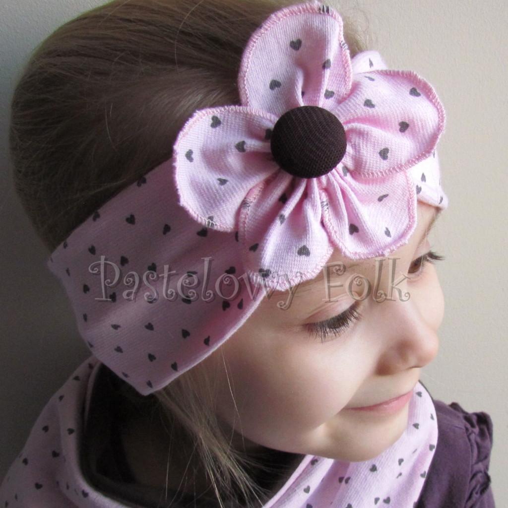 dziecko-opaska 66k- różowa w serduszka brązowe z kwiatem, komin chustka dwustronna komplet -03