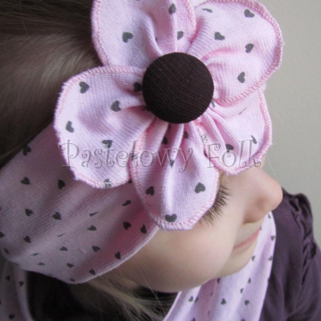 dziecko-opaska 66k- różowa w serduszka brązowe z kwiatem, komin chustka dwustronna komplet -05