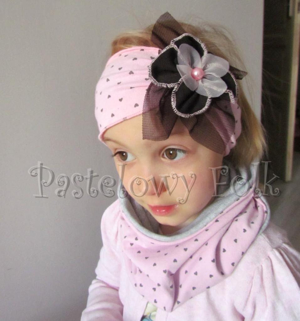 dziecko-czapka 66g-opaska  dzianinowa dziecieca różowa a w serduszka, z retro kwiatem brazowy, komplet komin-01