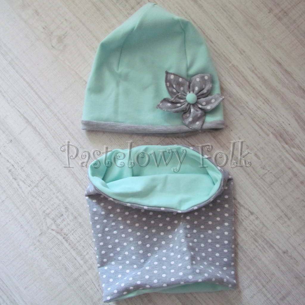 dziecko-czapka 73d- mietowa z kwiatkiem szarym w biale kropki grochy, dwuwarstwowa komin -07