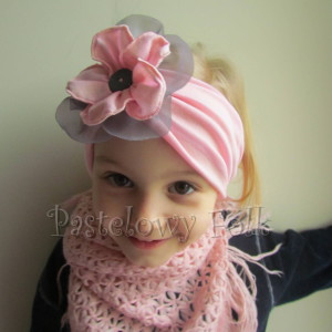 dziecko-opaska 38- rozowa wiosenna łososiowa kwiat retro szary guzik-07