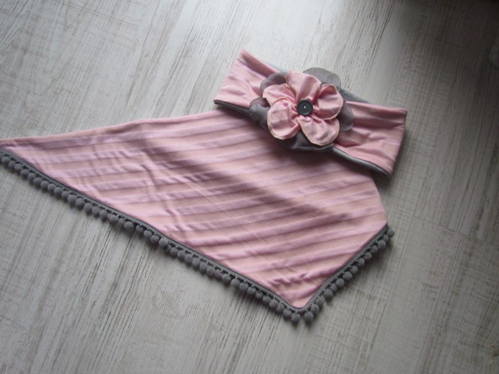 dziecko-chusteczka 27- rozowe morelowe paski szare pomponiki chustka -03
