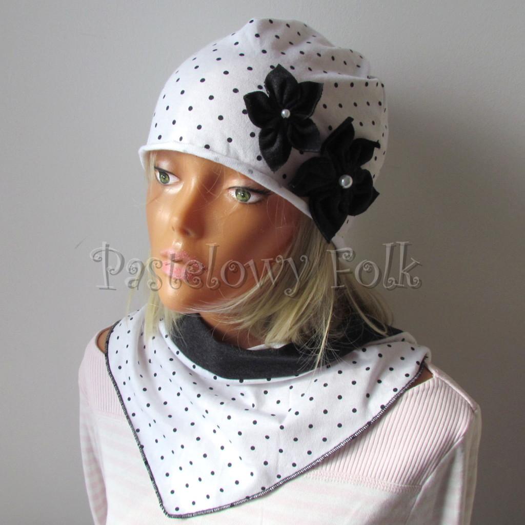 dziecko-czapka 103b-biała w kropeczki, grafitowe kwiaty z perelkami, dzianinowa jednowarstwowa komplet komin chustka-01
