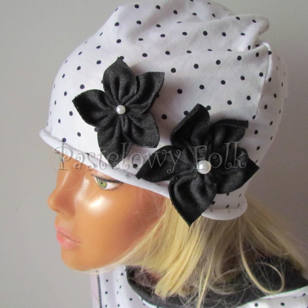 dziecko-czapka 103b-biała w kropeczki, grafitowe kwiaty z perelkami, dzianinowa jednowarstwowa komplet komin chustka-04