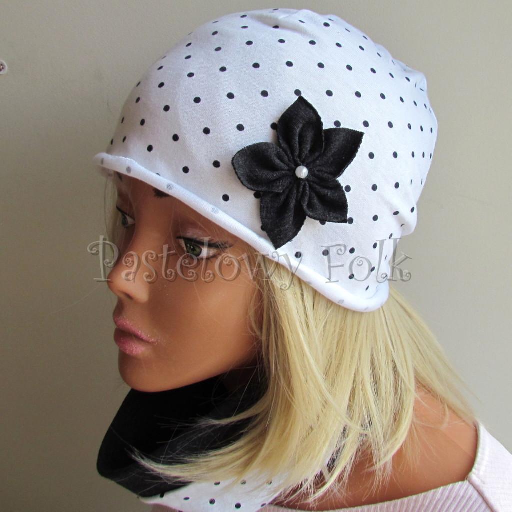 dziecko-czapka 103b-biała w kropeczki, grafitowe kwiaty z perelkami, dzianinowa jednowarstwowa komplet komin chustka-05