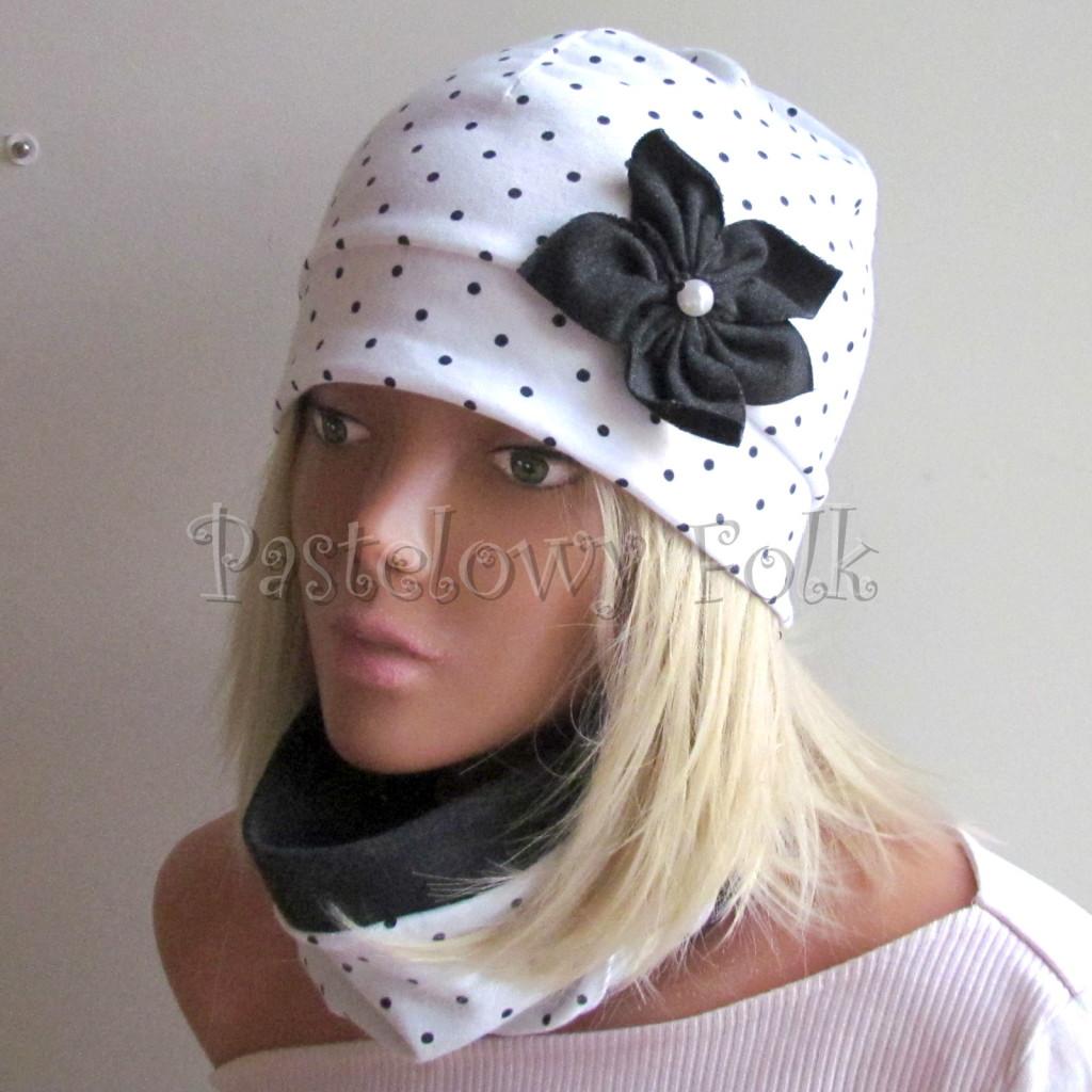 dziecko-czapka 103c-biała w kropeczki, grafitowe kwiaty z perelkami, dzianinowa jednowarstwowa komplet komin chustka-01