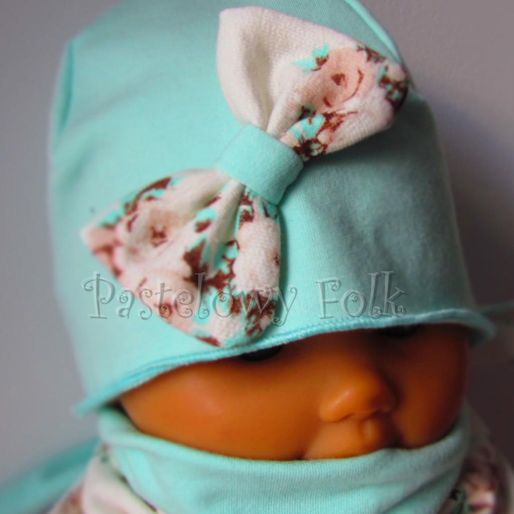 dziecko-czapka 114- mietowa z pastelowa kokarda ecru w mietowe brazowe rozyczki, komplet komin chustka -05