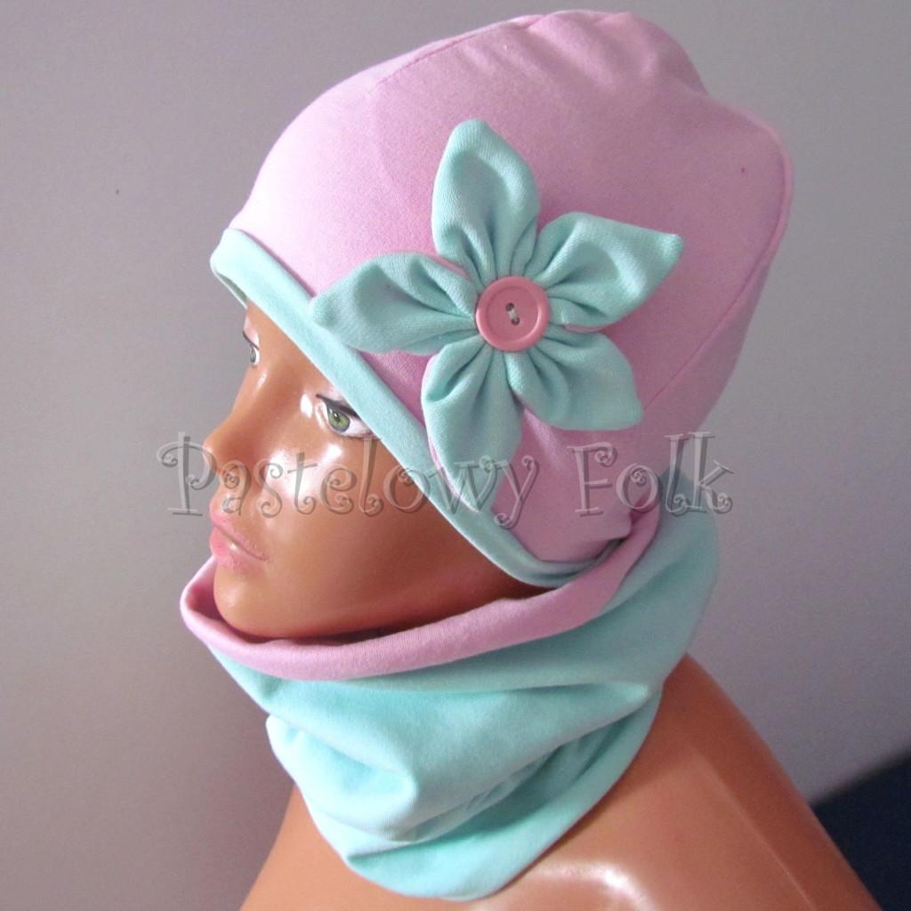 dziecko-czapka 127- rozowa z mietowym kwiatkiem i guzikiem -01