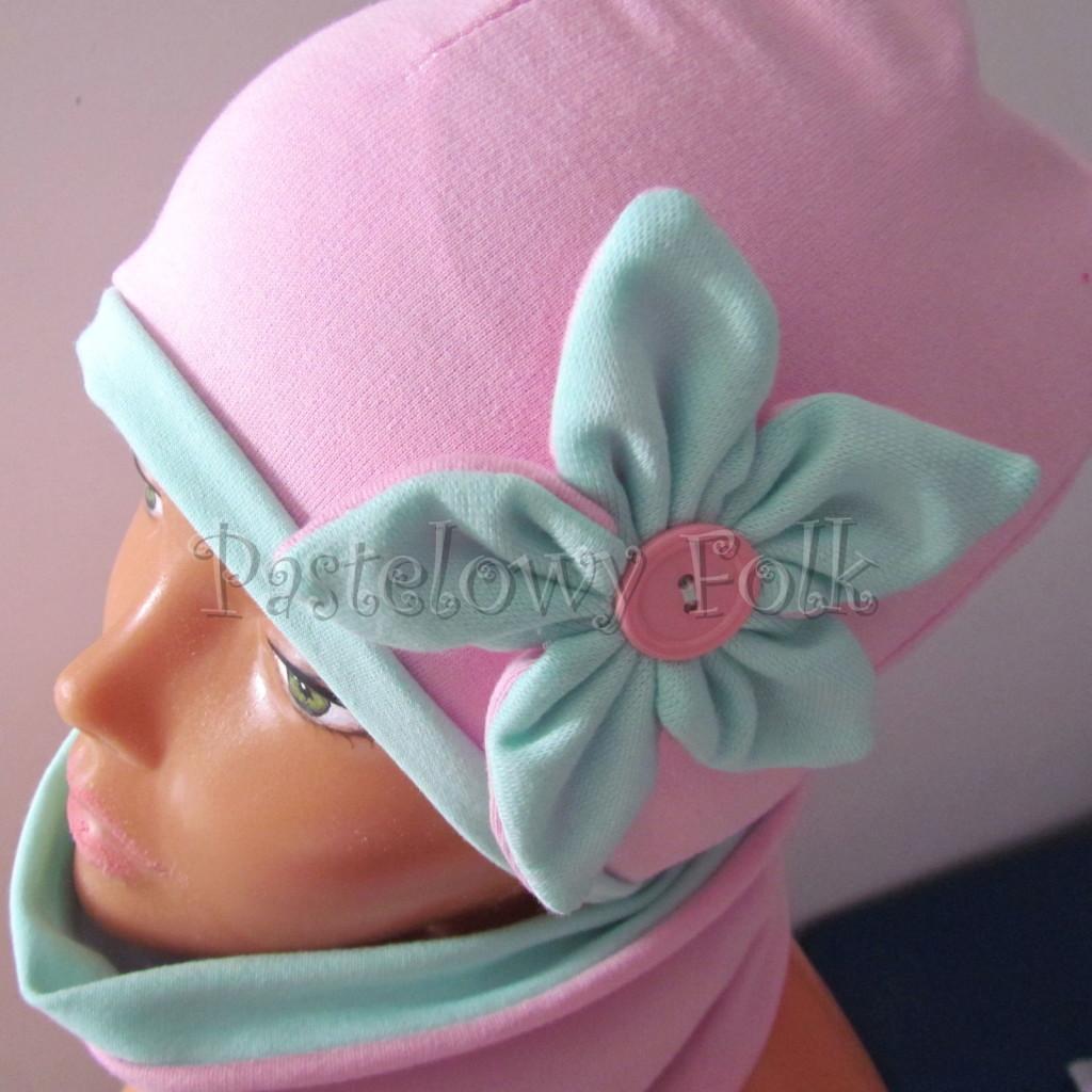 dziecko-czapka 127- rozowa z mietowym kwiatkiem i guzikiem -04