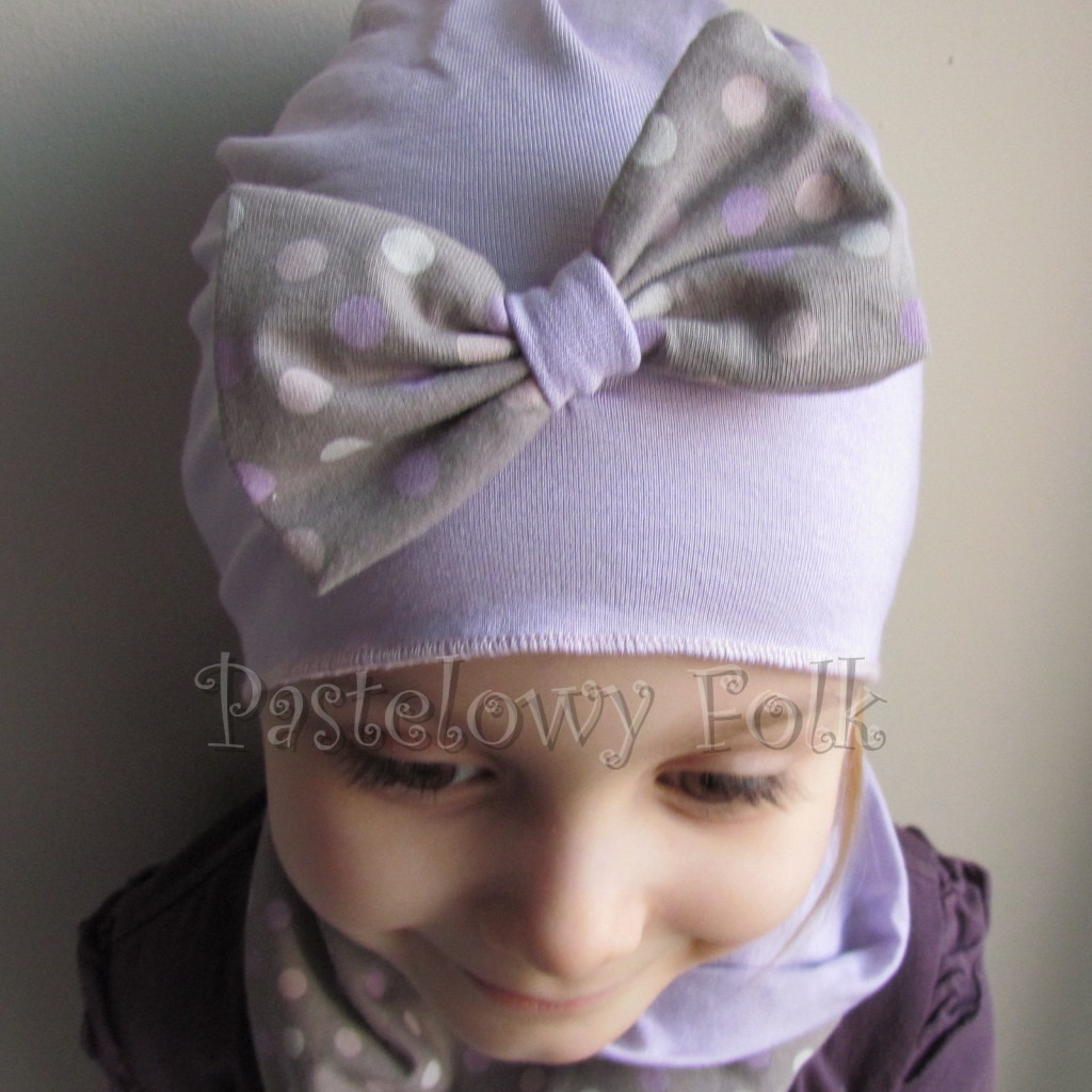 dziecko-czapka 28c- fioletowa liliowa z kokarda w groszki, dzianinowa dla dziewczynki -02