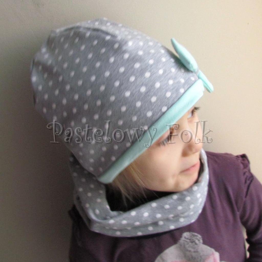 dziecko-czapka 72c- mietowa, szara w białe kropki groszki z kokardka, dzianinowa dwuwarstwowa -03