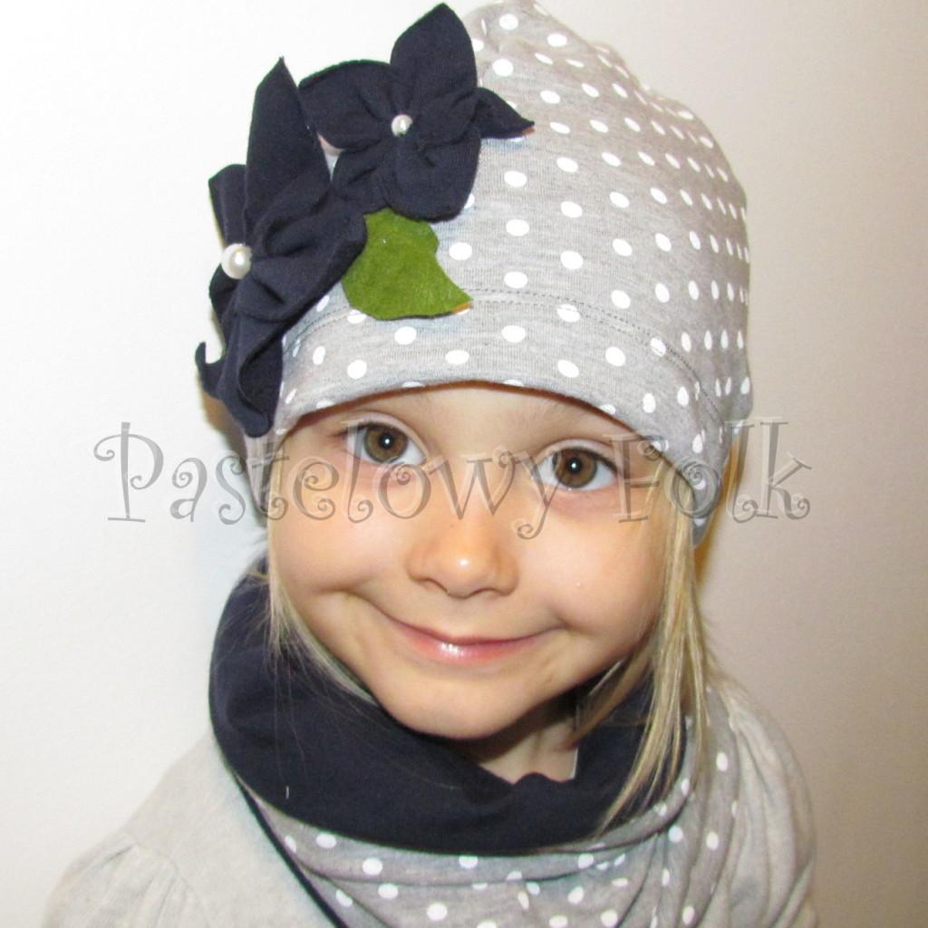 dziecko-czapka 75- komin opaska komplet, szara w biale kropki grochy z granatowymi kwiatami, retro kwiatki-02