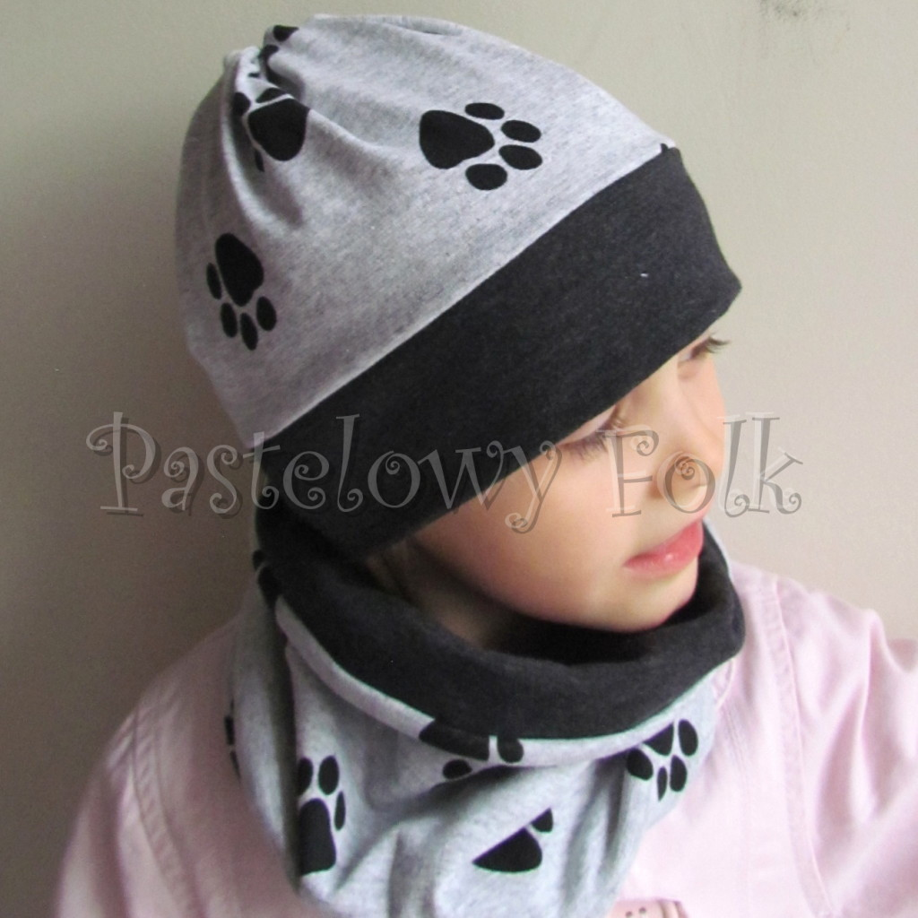 dziecko-czapka 98b-dzianinowa szara w czarne lapki,grafitowy pasek, komplet komin-02