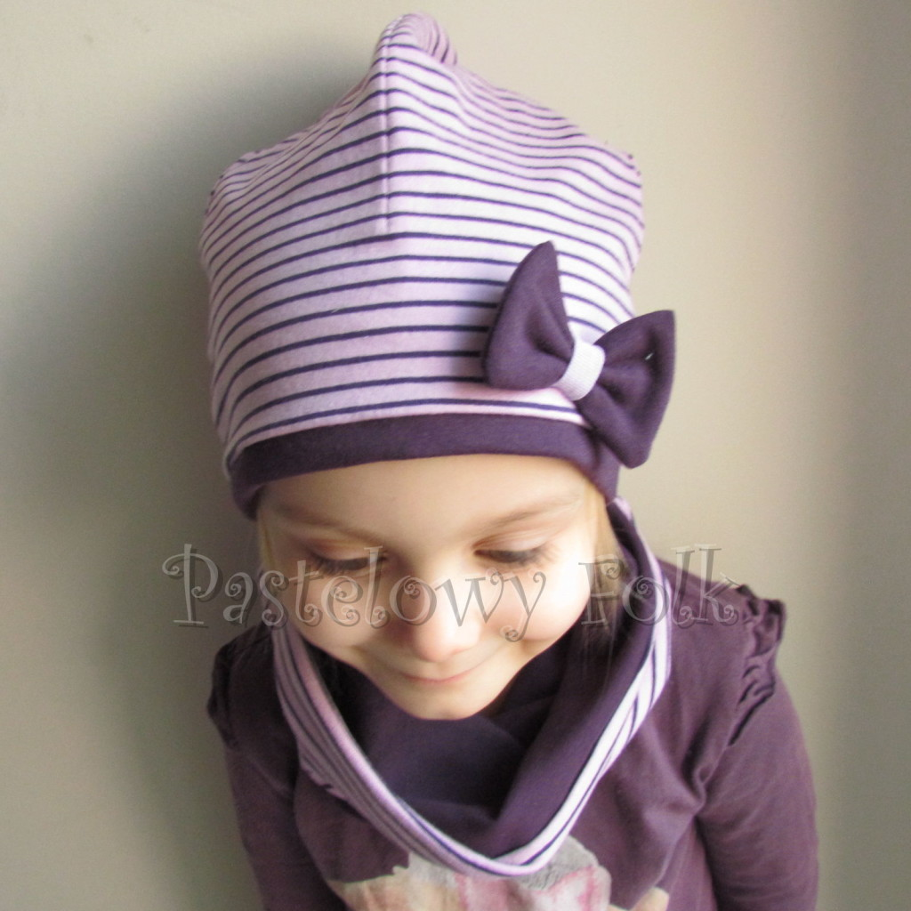 dziecko-czapka 99b-fioletowa liliowa w paski z kokardką,dzianinowa dwustronna komplet komin-02