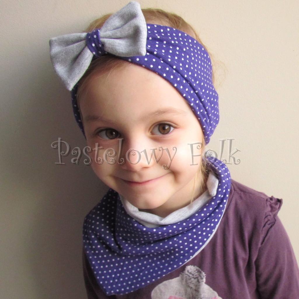 dziecko-opaska 104b- fioletowa w białe kropki groszki z szara kokarda, szeroka z funkcja chusteczki -01