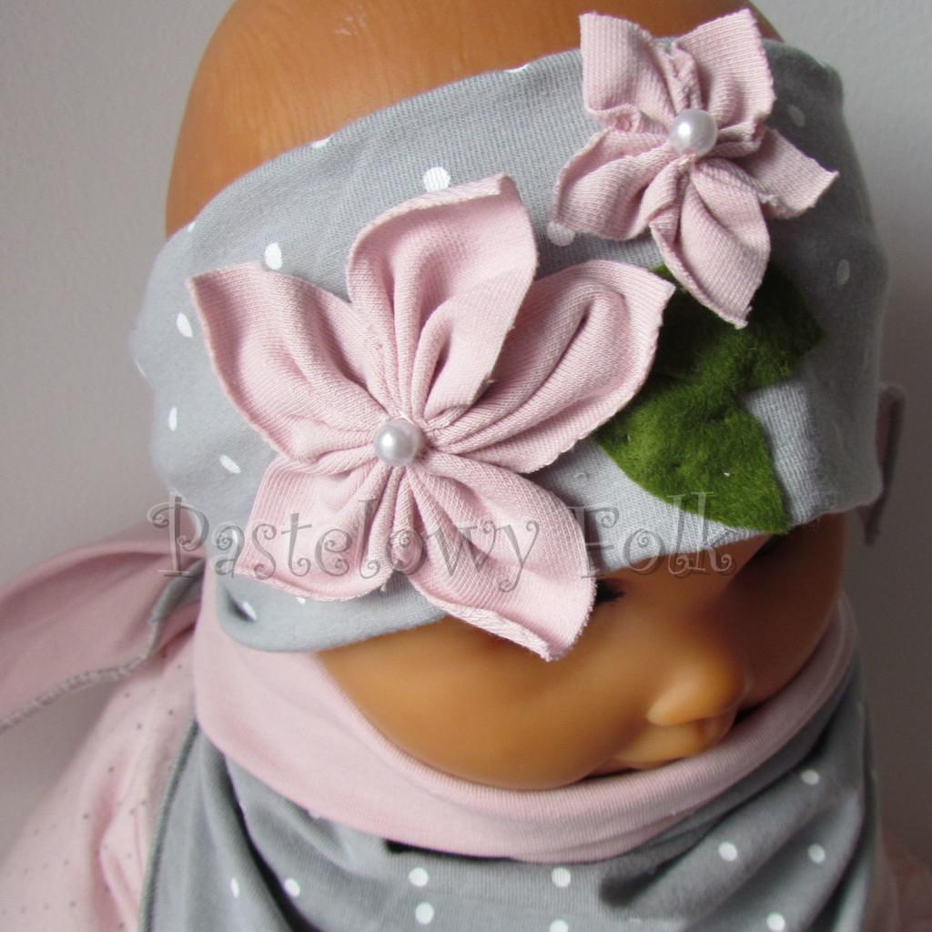 dziecko-opaska 126- szara w biale kropeczki z 2 kwiatkami brudny roz, rozowe perelki filcowe listki, chustka-09