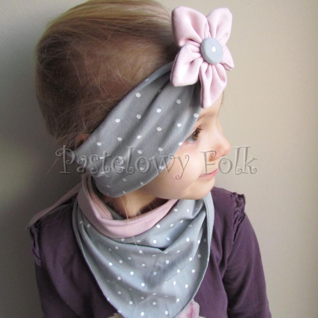 dziecko-opaska 128- szara w biale kropeczki z kwiatem brudny roz, rozowy, chustka-03