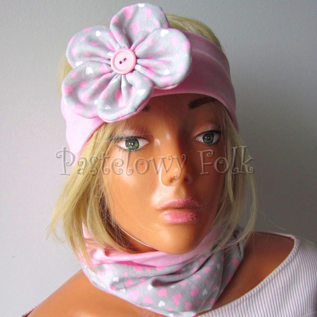 dziecko-opaska 48- rozowa z szarym duzym kwiatkiem w różowe i białe serduszka -04