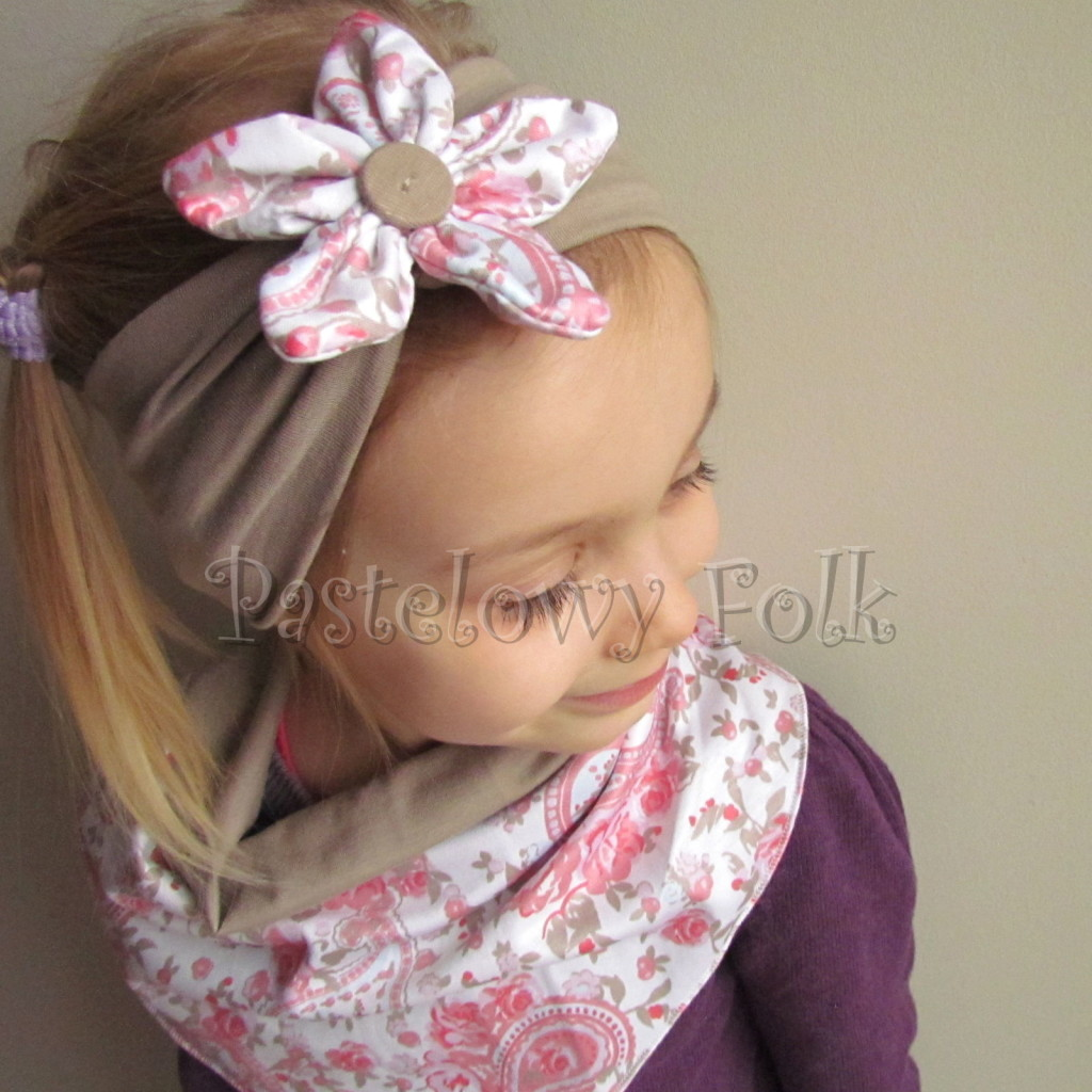 dziecko-opaska 53b- bezowa z bialym kwiatkiem w turecki wzor rozowy,komplet chusteczka -03