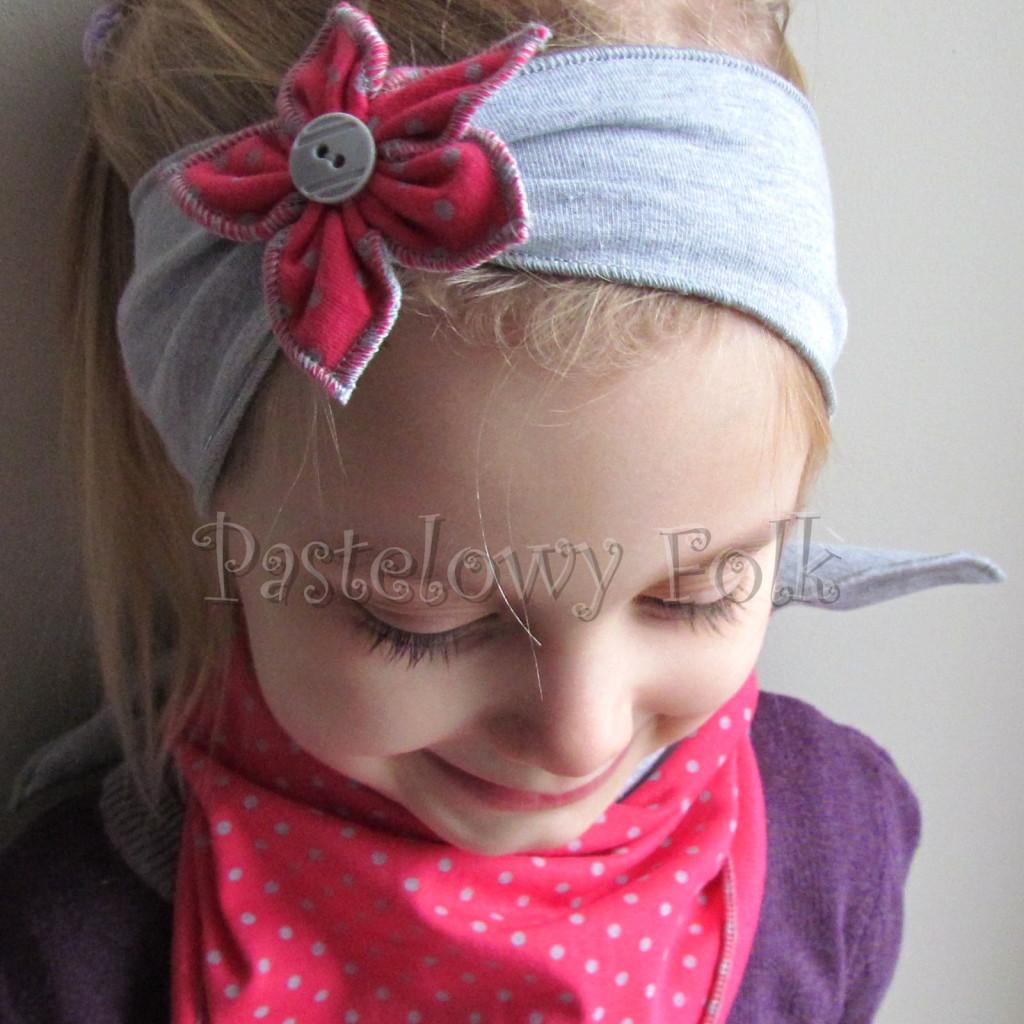 dziecko-opaska 57c- szara z kwiatkiem różowym w kropki i szarym guzikiem, chusteczka komplet -02