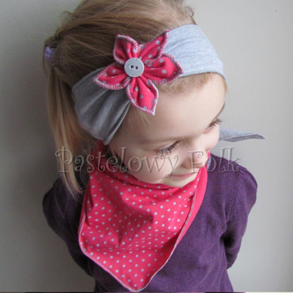 dziecko-opaska 57c- szara z kwiatkiem różowym w kropki i szarym guzikiem, chusteczka komplet -03