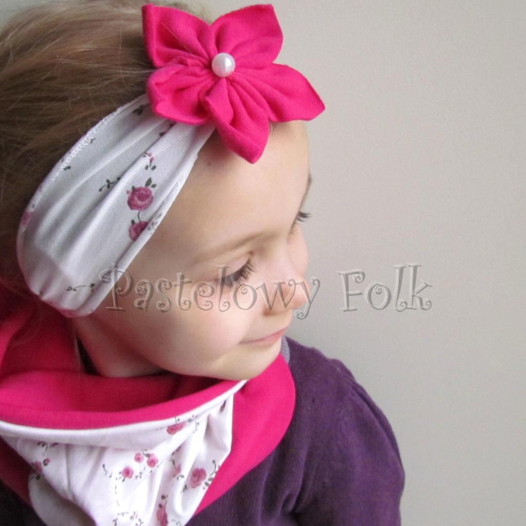 dziecko-opaska 62c- biala w rozyczki z fuksja rozowym kwiatem, komplet chusteczka-02