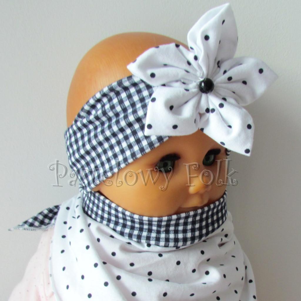 dziecko-opaska 65- czarno-biala w krateczke z duzym  bialym kwiatem w kropeczki, komplet z chusteczka-04