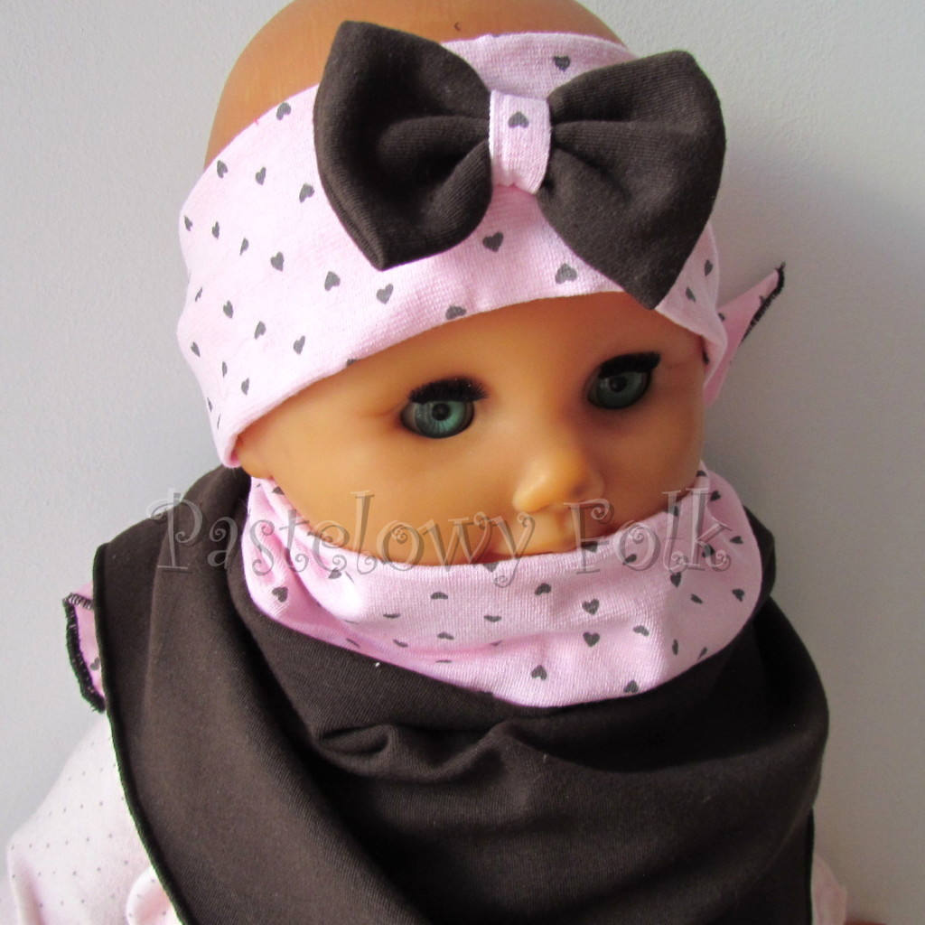 dziecko-opaska 66m- różowa w serduszka brązowe z brazowa kokarda, komin chustka dwustronna komplet -03