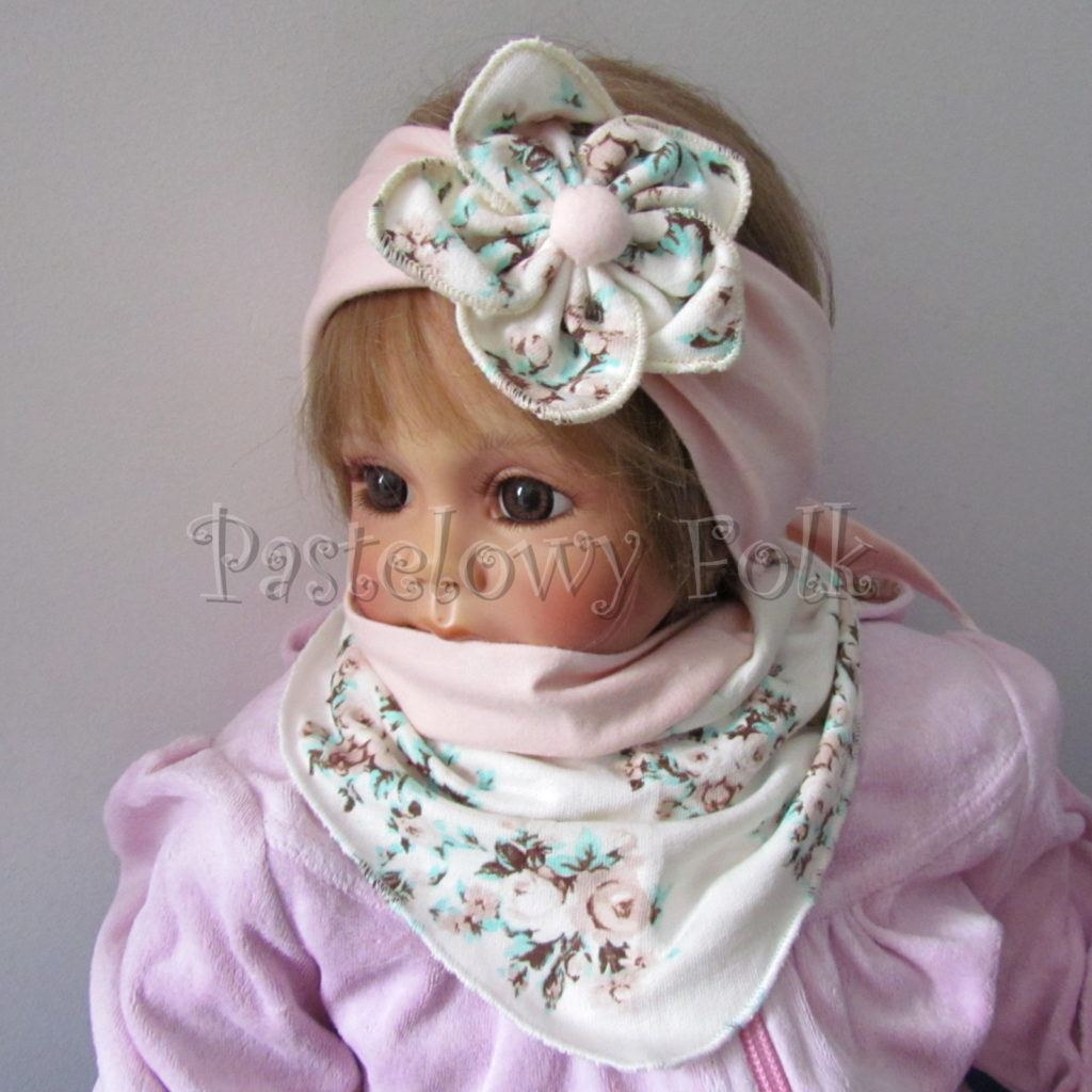 dziecko-opaska-97b-dla-dziewczynki-pastelowa-jasna-brzoskwiniowa-lososiowa-z-kwiatem-ecru-w-mietowe-brazowe-rozyczki-komplet-chustka-05