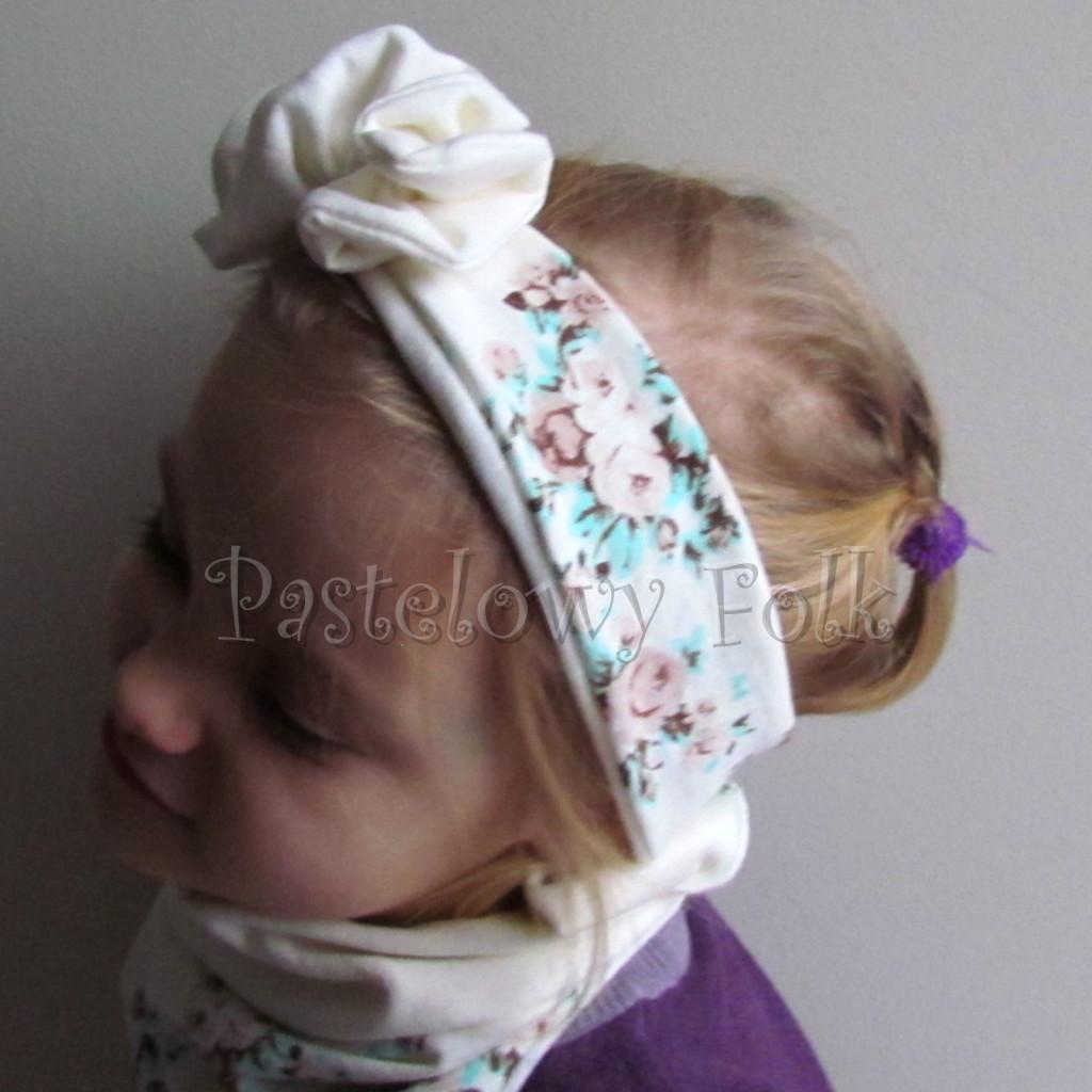 dziecko-opaska 99- dla dziewczynki pastelowa ecru w mietowe brazowe rozyczki z kwiatkiem ozdoba marszczona, komplet komin chustka -02
