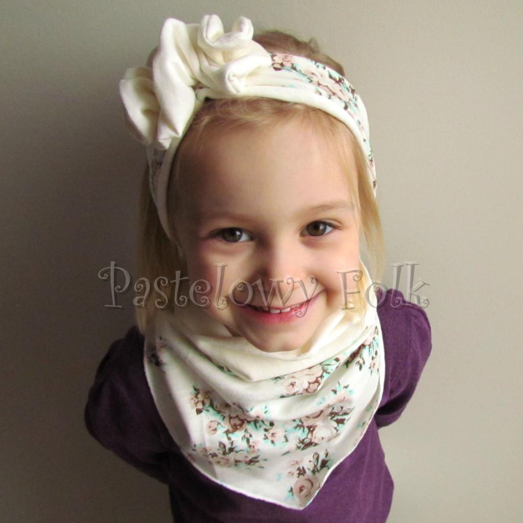 dziecko-opaska 99- dla dziewczynki pastelowa ecru w mietowe brazowe rozyczki z kwiatkiem ozdoba marszczona, komplet komin chustka -05