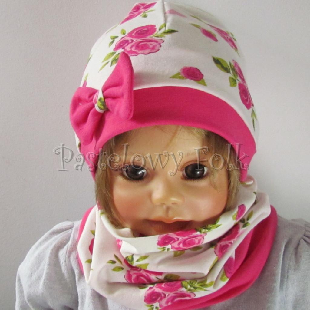 dziecko-czapka-185-biala-w-rozowe-roze-i-listki-fuksja-z-kokarda-komplet-komin-02