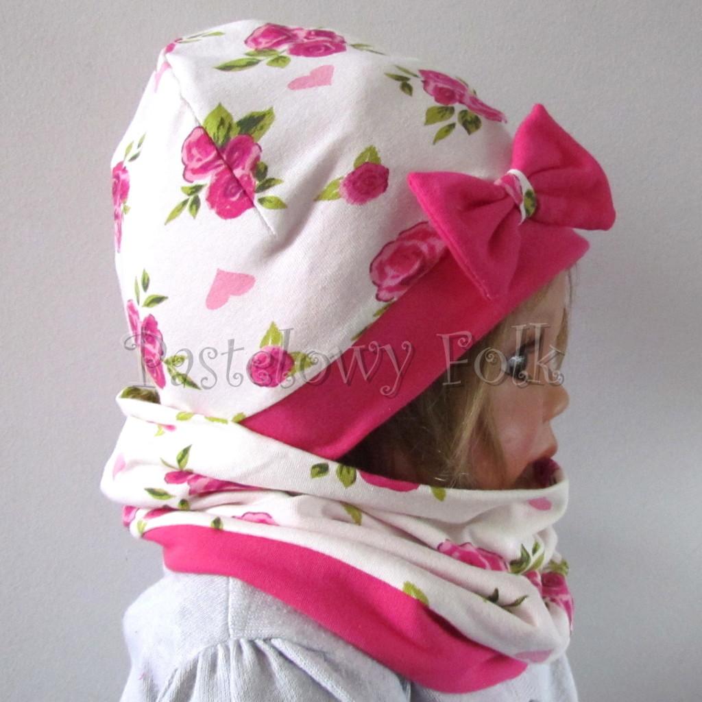 dziecko-czapka-185-biala-w-rozowe-roze-i-listki-fuksja-z-kokarda-komplet-komin-04