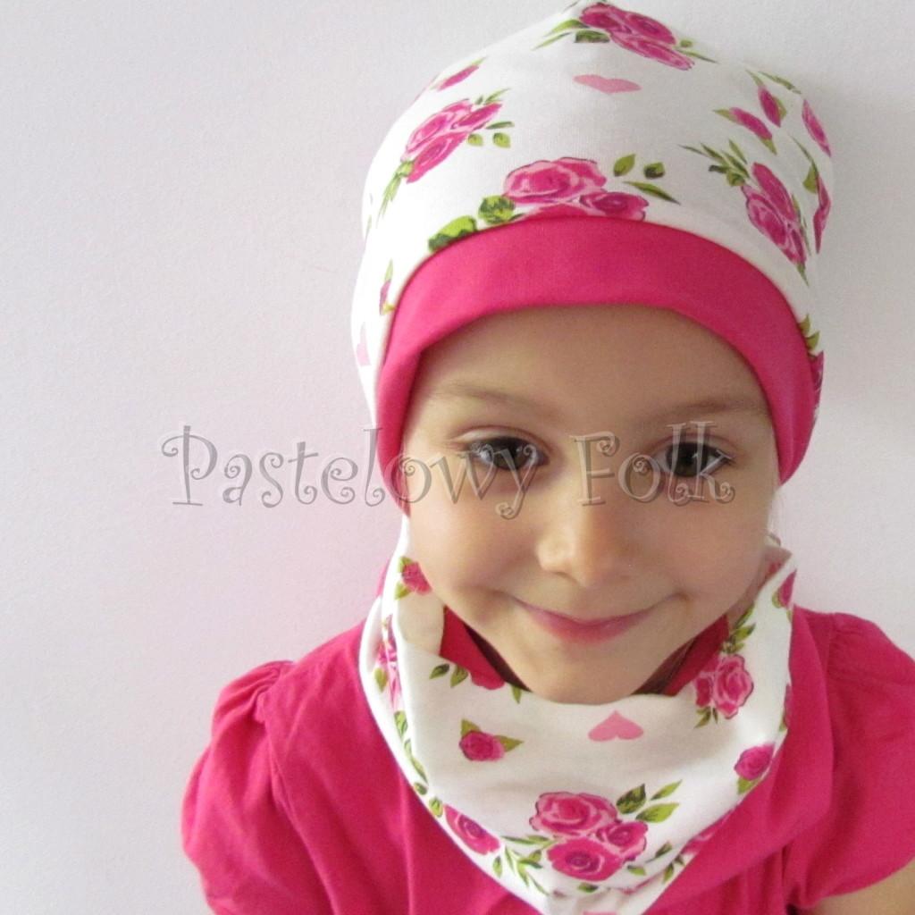 dziecko-czapka-186-biala-w-rozowe-roze-i-listki-fuksja-dwustronna-komplet-komin-02