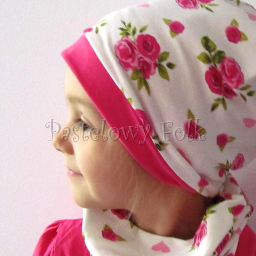 dziecko-czapka-186-biala-w-rozowe-roze-i-listki-fuksja-dwustronna-komplet-komin-04