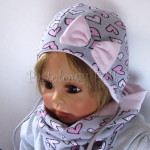 Szara czapka w serca z różową kokardą i troczkami