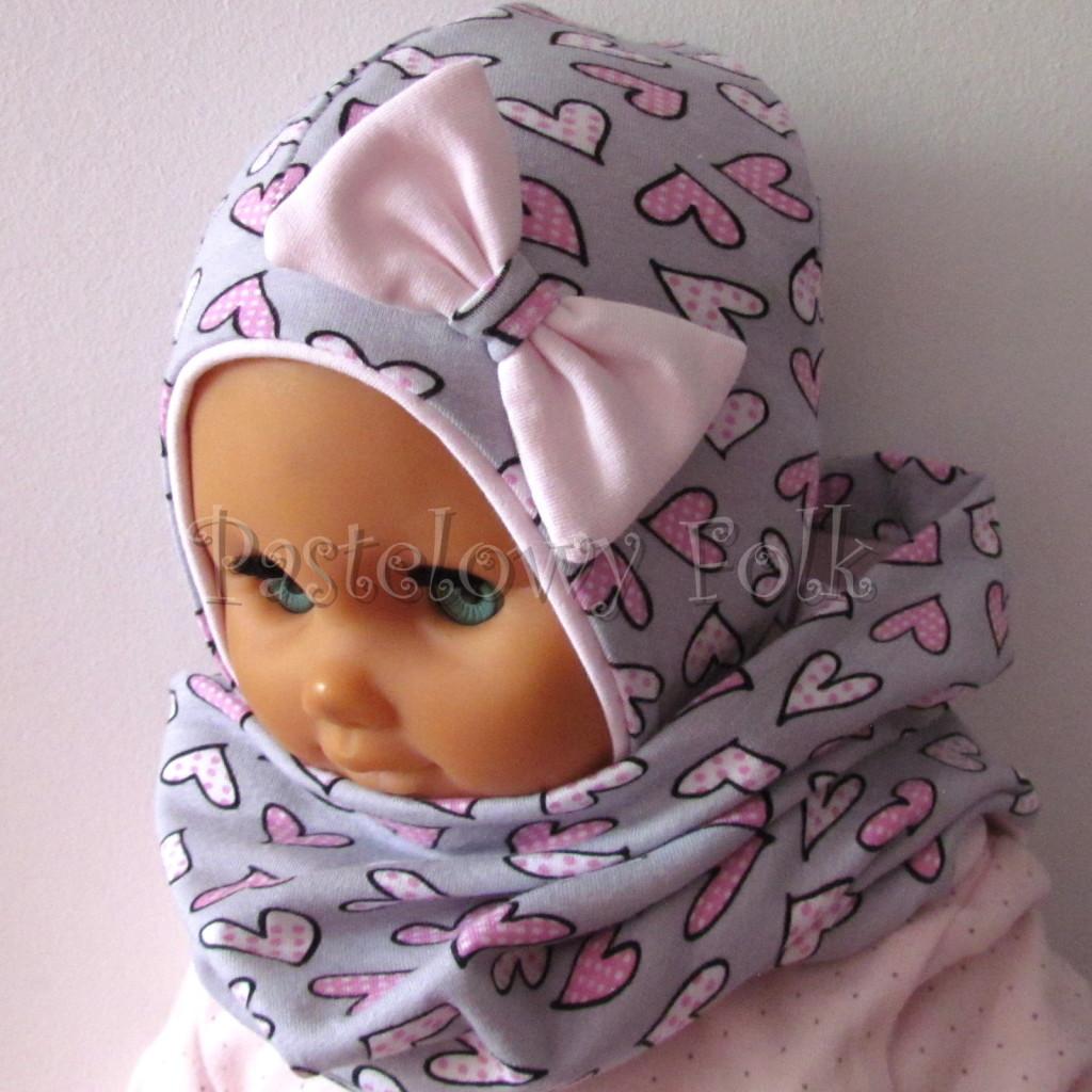 dziecko-czapka-202-szara-w-rozowe-serca-kropeczki-jasnorozowa-z-kokarda-niemowleca-profilowana-z-troczkami-wiazanakomplet-chustka-06