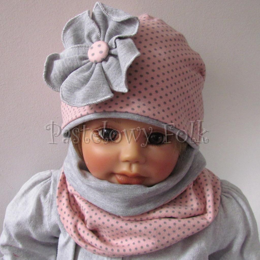 dziecko-czapka-205-rozowa-w-szare-kropki-z-szarym-duzym-kwiatem-jesienna-chustka-komin-01