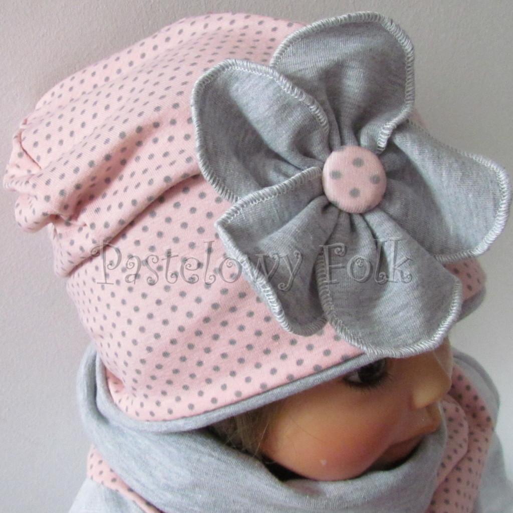 dziecko-czapka-205-rozowa-w-szare-kropki-z-szarym-duzym-kwiatem-jesienna-chustka-komin-03
